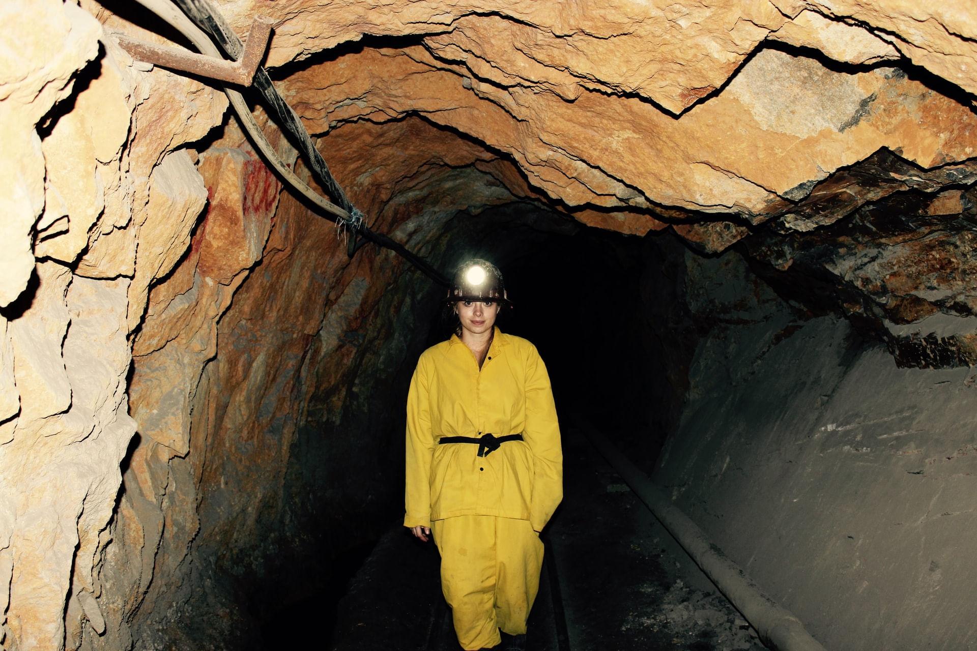 Minas-Subterraneas--Perigos-e-Reforco-do-Macico