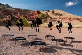 educacao-fisica-pratica-no-trampolim