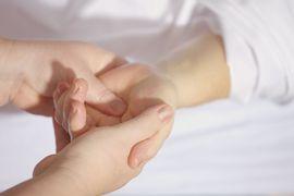 Aplicacao-de-Recursos-Terapeuticos-Manuais-Alternativos